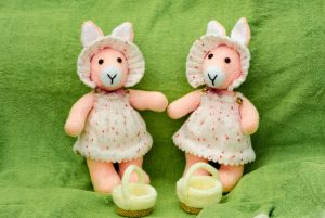 Deux Petites Lapinettes de Pâques